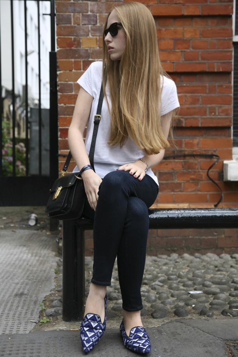 499e26f0816a1 Blue jeans, white shirt | La Pulcinella